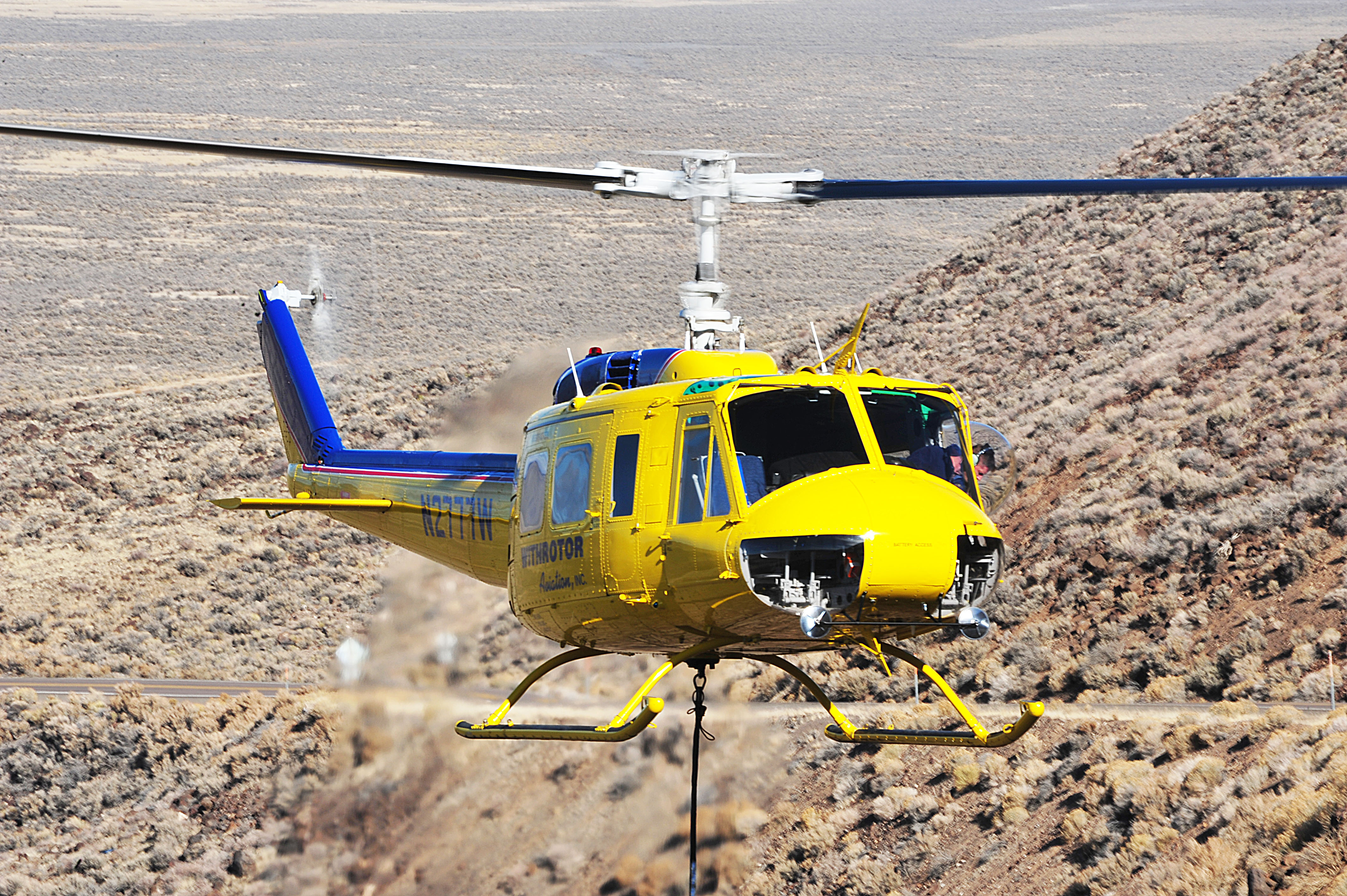 Elicottero Uh 1 : Bell uh huey aircraft withrotor aviation inc